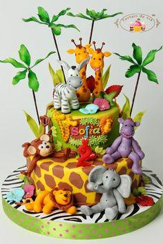 Tort prietenii din jungla pentru Sofia 1st Birthday Foods, Giraffe Birthday Parties, Jungle Birthday Cakes, Safari Theme Birthday, Animal Birthday Cakes, First Birthday Themes, Wild One Birthday Party, Safari Birthday Party, Jungle Safari Cake