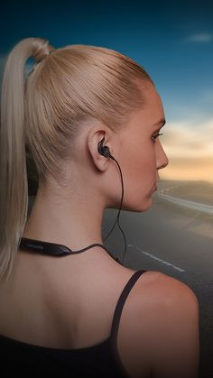V-MODA Forza Metallo Wireless. Sweat proof for running with detachable sport fins and ear hooks included for ultimate stability and comfort.