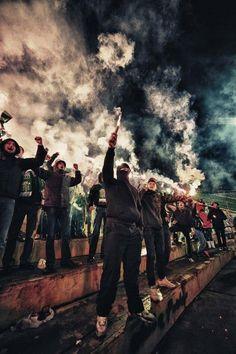 Die 71 Besten Bilder Von Ultras Fussball Pyrotechnik Und
