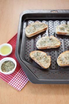 Epicure's Garlic Bread Salmon Recipes, Fish Recipes, Beef Recipes, Recipies, I Love Food, Good Food, Homemade Bruschetta, Epicure Recipes, Crisp Recipe