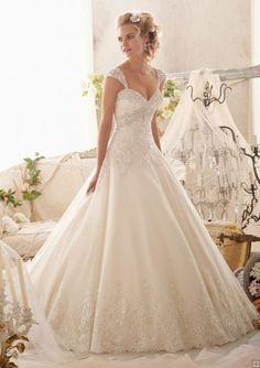Gorgeous Sparkle Embroidered Ball Gown Lace Trimmed Organza Wedding Dress with Cap Sleeves