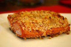 """Sabia que... Comer salmão três vezes por semana melhora o humor e diminui a flacidez? Experimente esta receita do peixe """"milagroso"""", que também previne envelhecimento! #Salmão_crocante_sem_glúten #receitas #peixe #salmão #glúten"""