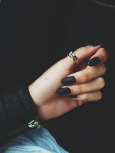 Must try. Matte black nails with gold.