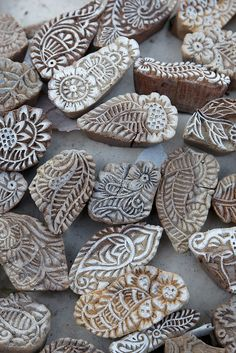 These woodblocks carved with floral (and elephantine) motifs were originally used for printing fabric. Here they are on sale to tourists visiting Gadi Sagar, Jaisalmer& reservoir. Stamp Carving, Wood Carving, Textile Prints, Textiles, Batik Prints, Diy Stamps, Objets Antiques, Shibori, Paisley