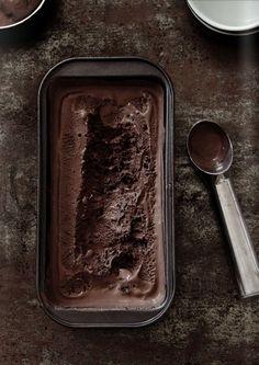 Yummy Yummy - chocolate ice cream by Food and Cook Homemade Chocolate Ice Cream, Café Chocolate, Chocolate Fudge Brownies, Chocolate Recipes, Cheesecake Brownies, Brownie Recipes, Frozen Desserts, Frozen Treats, Granita