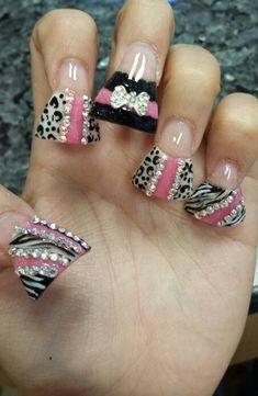 Duck nails w/bling. Duck Tip Nails, Duck Feet Nails, Zebra Nail Designs, Long Nail Designs, Flared Nail Designs, Fabulous Nails, Gorgeous Nails, Pretty Nails, Blue Nail