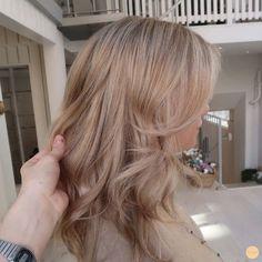 Blonde Hair Looks, Blonde Hair With Highlights, Brown Blonde Hair, Cheveux Beiges, Champagne Blonde Hair, Aesthetic Hair, Light Hair, Hair Day, Balayage Hair