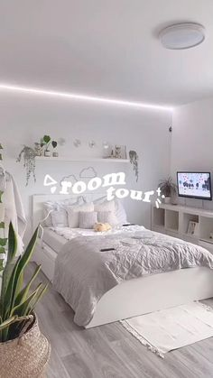 Cute Bedroom Decor, Room Design Bedroom, Room Ideas Bedroom, Home Room Design, Small Room Bedroom, Bedroom Ideas For Small Rooms, Small Teen Room, Teen Bedroom Designs, Trendy Bedroom