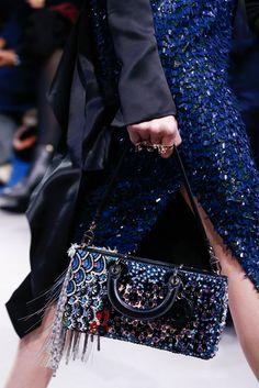Sognando la Bellezza - Christian Dior at Paris Fashion Week Fall 2016 Fashion Week Paris, World Of Fashion, Haute Couture Handbags, Haute Couture Fashion, Dior Couture, Christian Dior, Fashion Bags, Fashion Show, Fashion 2016
