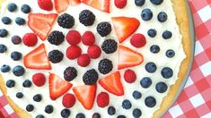 Looking for a delicious strawberry pizza recipe with sugar cookie crust? Then you've found the right place as this summer berry pizza bonanza will make your taste buds dance. Cream Cheese Sugar Cookies, Sugar Cookies Recipe, Cookie Recipes, Dessert Recipes, Fruit Dessert, Fruit Cookies, Dessert Ideas, Strawberry Pizza, Strawberry Recipes