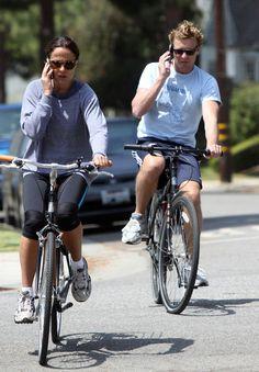 Simon Baker and Rebecca Rigg Photo - Simon Baker Takes A Bike Ride