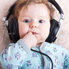 Musica, maestro! Musica per rilassarsi, per concentrarsi e anche per studiare: i vantaggi di suoni e melodie creati ad hoc non conoscono limiti d'età e nascondono molti vantaggi anche per i bambini.
