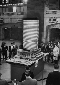 the pan am building model on display in grand central terminal. National Airlines, Modernisme, Pan Am, Walter Gropius, Arch Model, Vintage New York, Brutalist, The World's Greatest, Urban Design