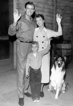 Lassie 1957 cast photo - Lassie TV series) - Jon Shepodd and Cloris Leachman originally played Paul and Ruth Martin Dog Tv Shows, Great Tv Shows, Rough Collie, Collie Dog, Vintage Tv, Vintage Comics, Vintage Farm, Jon Provost, Cloris Leachman