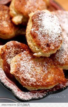 Racuchy drożdżowe  1/2 kg mąki  50 g drożdży  szczypta… Polish Desserts, Polish Recipes, Polish Food, Raw Food Recipes, Sweet Recipes, Cooking Recipes, Dairy Free Deserts, Good Food, Yummy Food