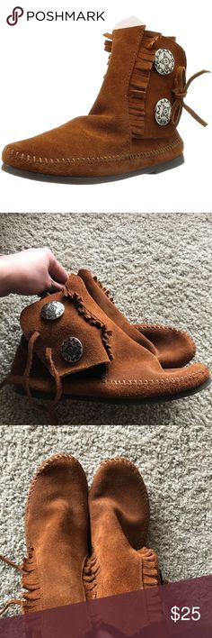 Minnetonka brown ankle high moccasins size 8 These are in great condition! Very minimal wear on the soles! Super cute and great name brand! Minnetonka Shoes Ankle Boots & Booties