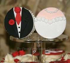 @KatieSheaDesign ♡♡ #CupCakes♡♡  #Wedding  Bride & Groom cupcakes by the Clever Little Cupcake Co.
