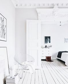 colorful home decor Room Inspiration, Interior Inspiration, Interior Ideas, Small Room Bedroom, Bedroom Decor, Black And White Interior, Apartment Living, Living Room, House Colors