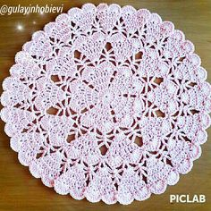 #crochet                                                                                                                                                                                 Mais Crochet Mat, Crochet Dollies, Crochet Doily Patterns, Crochet Round, Crochet Home, Thread Crochet, Knitting Designs, Crochet Designs, Crochet Placemats