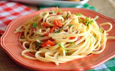 Σπαγγέτι με ντοματίνια και σκόρδο