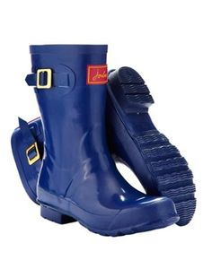 Joules Womens Mid-Height Wellies, Lake Blue.                     Our mid-calf Kelly welly is a wet weather hero.  In three classic colours they're perfect for all different calf sizes.