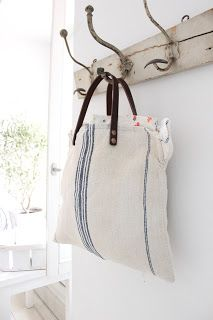 Fashion Bags, Fashion Accessories, Diy Mode, Creation Couture, Boho Bags, Tote Backpack, Jute Bags, Linen Bag, Summer Bags
