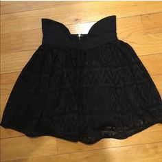 NWT LF SIDE PANNEL SKIRT WITH LASER LACE FABRIC Small = size 8 LF Skirts