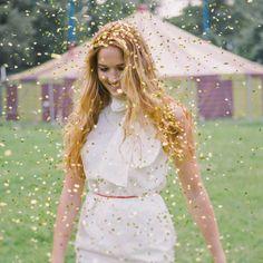 Who doesn't love gold confetti? | Nancy Ebert Photography