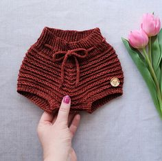 This cute little baby soakers are knit int the round from top down. Quick Crochet, Crochet For Boys, Knitting For Kids, Knitting Projects, Baby Knitting, Crochet Projects, Knitting Patterns, Knit Crochet, Crochet Patterns