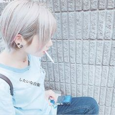 Women Smoking, Foto Pose, Poses, My Hair, All In One, Adidas Sneakers, Tomboy, Hair Styles, Cute
