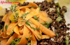 Salad with baby spinach, carrots and lentils