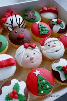 Vanilla cupcakes decorated with fondant. Classes are available : [link] Xmas Cupcakes Christmas Sweets, Christmas Cooking, Noel Christmas, Christmas Goodies, Christmas Cakes, Father Christmas, Xmas Cakes, Christmas Ideas, Christmas Themed Cake