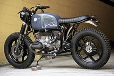 1986 R80RT - This is an ideal bike. Slightly different color details. Knobby tires???