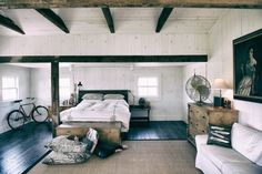 This bedroom is so heavenly, lots of space and fresh and open. Love all the colouring in here, feels so serene.