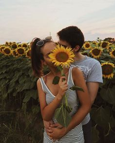 Love, couple, and sunflower bild relationship pictures, couple goals relati Relationship Goals Pictures, Cute Relationships, Couple Relationship, Perfect Relationship, Distance Relationships, Couple Fotos, Fotos Goals, Cute Couple Pictures, Couple Pics