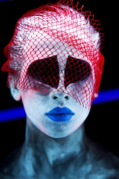 Blacklight by stareater with black light make-up Black Light Makeup, Horror Make-up, Uv Makeup, Make Up Art, How To Make, Dark Wave, Art Optical, Optical Illusions, Foto Fashion