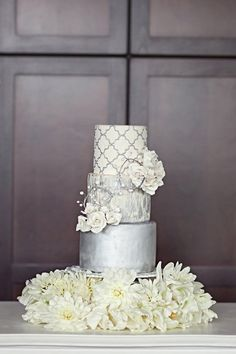 Such a pretty cake!!