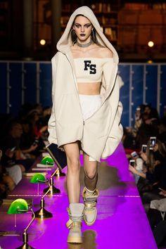 Fenty x Puma Fall 2017 Ready-to-Wear Fashion Show - Vittoria Ceretti (Elite)