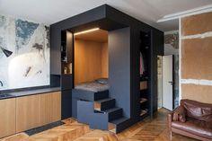 Une petite chambre comme un cocon dissimulée dans un cube géant