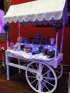 Cute sweet cart curtesy of Chris of Deluxe Occasions. Can't believe most of the sweets were eaten