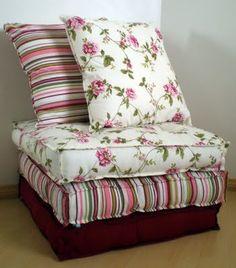 6 minutes O artesanato é uma forma de terapia e relaxamento. Através dele pode-se ganhar um dinheiro extra ou reciclar coisas velhas e torná-las como novas. Em geral, pode-se usar o artesanato como forma de decorar a casa ou criar objetos e adereços para ela. Como fazer almofada: futon O futon por exemplo pode ser confeccionado por você. Ele é um tipo de colchão normalmente usado como cama japonesa. É flexível e pode ser guardado facilmente poupando o espaço da casa. O futon ocidental…
