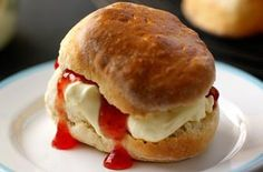 Best scone recipe for soft and fluffy scones from Paul Hollywood. Tip from a Mary Berry scones recipe: heat up the baking tray in the oven for a good rise. Paul Hollywood Scones, The Great British Bake Off, British Bake Off Recipes, Biscuits, British Baking, Mary Berry, Clotted Cream, Cupcakes, Cakepops