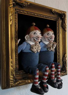 Tweedle Dum and Tweedle Dee - Alice in Wonderland shadowbox - Etsy Halloween Doll, Halloween Ornaments, Textile Sculpture, Sculpture Art, Alice In Wonderland Props, Mannequin Art, Matchbox Art, Doll Display, Small Sculptures