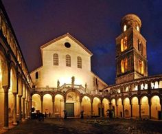 Duomo di Salerno  Duomo di Salerno - Parrocchia Santi Matteo e Gregorio Magno ... Il Duomo è esemplato sul modello dell'Abbazia di Desiderio a Montecassino