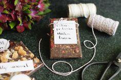 Tolle Geschenkidee: Leckere handgemachte Schokolade. Das Rezept und die schönen Geschenkanhänger als Freebie findest du auf www.paulsvera.com.