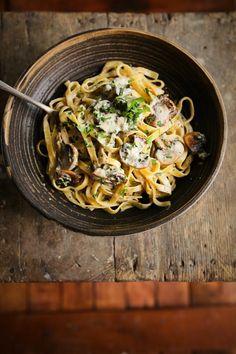 Fincsi bébicsiperkés tészta 15 perc alatt | Street Kitchen Ravioli, Pasta Recipes, Quiche, Spaghetti, Food And Drink, Pizza, Vegan, Ethnic Recipes, Kitchen