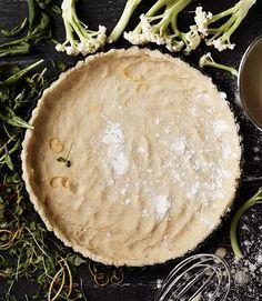 Salaatti ja piirakka samalla vadilla: tämä helppo suolainen piirakka sopii kevään kaikkiin pieniin juhliin - Ruoka | HS.fi Camembert Cheese, Dairy, Food, Essen, Meals, Yemek, Eten