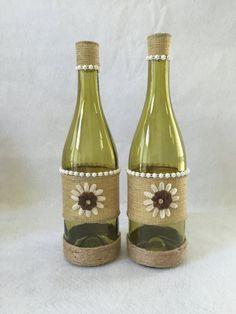 Burlap decorated wine bottle set by AllBottledUpArt on Etsy Mais Recycled Wine Bottles, Painted Wine Bottles, Bottles And Jars, Glass Bottles, Decorated Wine Bottles, Wine Bottle Glasses, Wine Bottle Art, Diy Bottle, Pot Mason