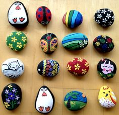 Painted Rock Ideas - Do you need rock painting ideas for spreading rocks around your neighborhood or the Kindness Rocks Project? Here's some inspiration with my best tips! Stone Crafts, Rock Crafts, Crafts To Make, Arts And Crafts, Diy Crafts, Rock Painting Patterns, Rock Painting Ideas Easy, Rock Painting Designs, Pebble Painting