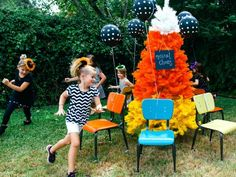 Halloween Games and Activities for a Children's Party  http://www.diynetwork.com/how-to/make-and-decorate/entertaining/halloween-games-and-activities-for-kids--parties-pictures >>